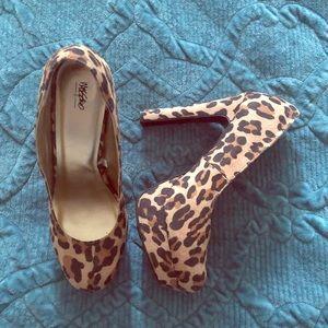 Mossimo Leopard Platform Shoes 8